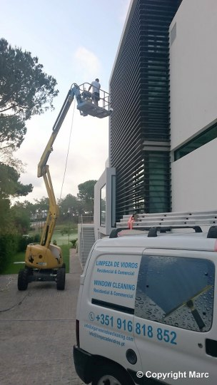 Cherry Picker Window Cleaning Algarve